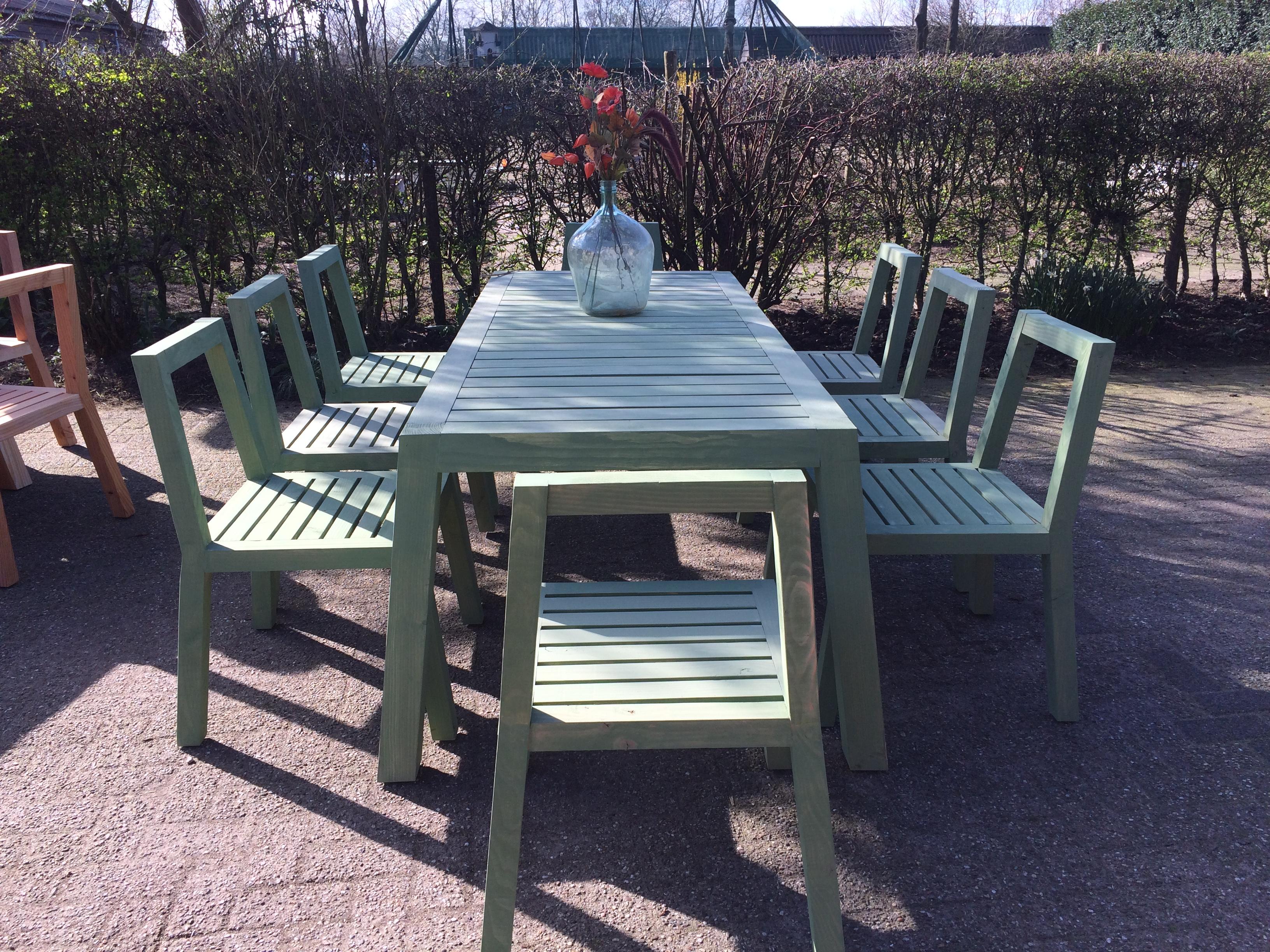 grote tafel met 20 stoelen model NATURE, zweeds groen en naturel